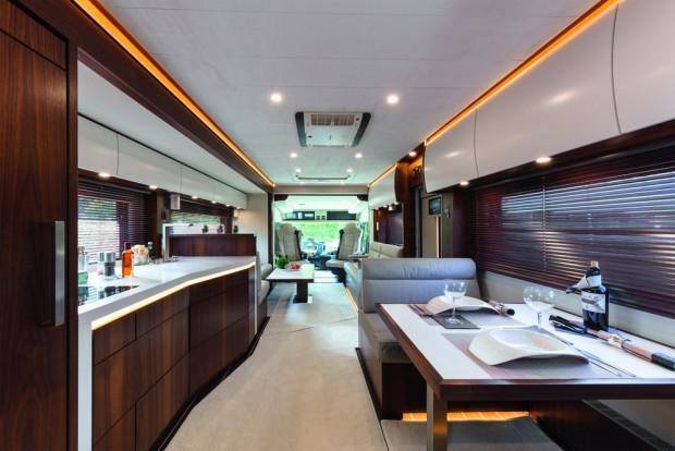 1 milyon dolarlık karavanda bir garaj bile var - Page 3