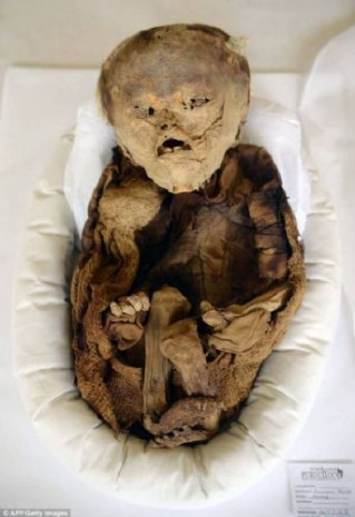 10 asırlık mumya bebek - Page 2