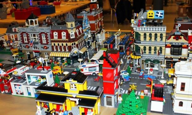 100,000 parça LEGO'dan otobüs durağı! - Page 1