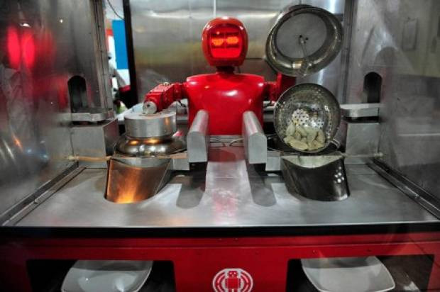 Bu restoranda herşeyi robotlar yapıyor - Page 1