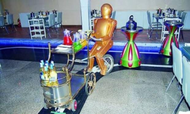 Bu restoranda herşeyi robotlar yapıyor - Page 3