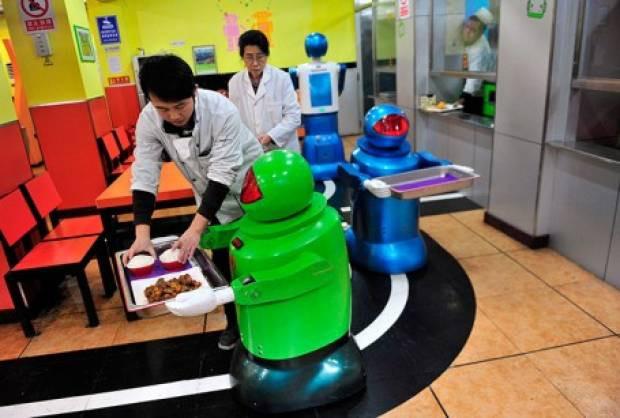 Bu restoranda herşeyi robotlar yapıyor - Page 4