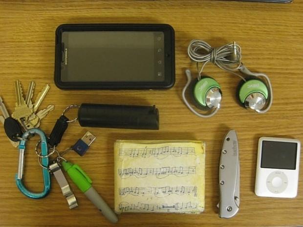 16 farklı meslekten insanın çantalarında taşıdıkları eşyalar - Page 3