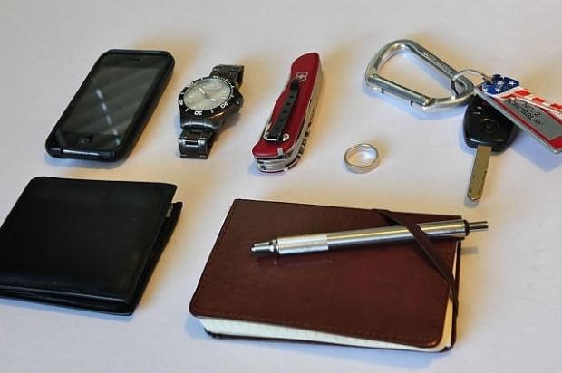 16 farklı meslekten insanın çantalarında taşıdıkları eşyalar - Page 4