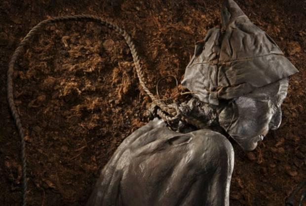2 bin 400 yaşındaki cesedin son yedikleri bile midesinde! - Page 2