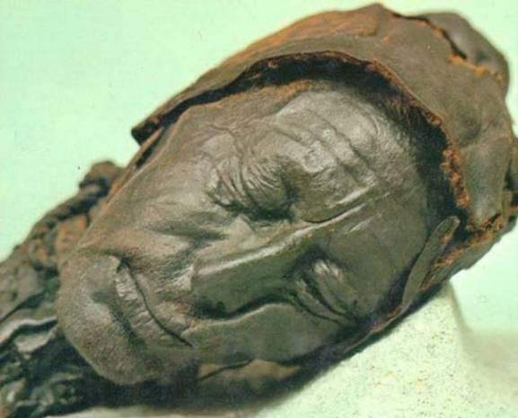 2 bin 400 yaşındaki cesedin son yedikleri bile midesinde! - Page 4