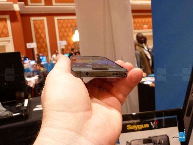 2 hafıza kartı destekli ilk telefon Saygus V2 - Page 2