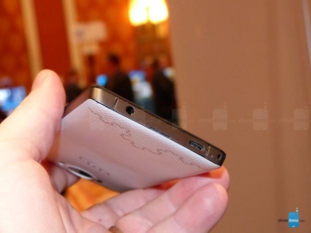 2 hafıza kartı destekli ilk telefon Saygus V2 - Page 4