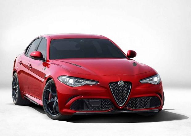 2016 Alfa Romeo Giulia'nın iç tasarımı gözüktü - Page 1
