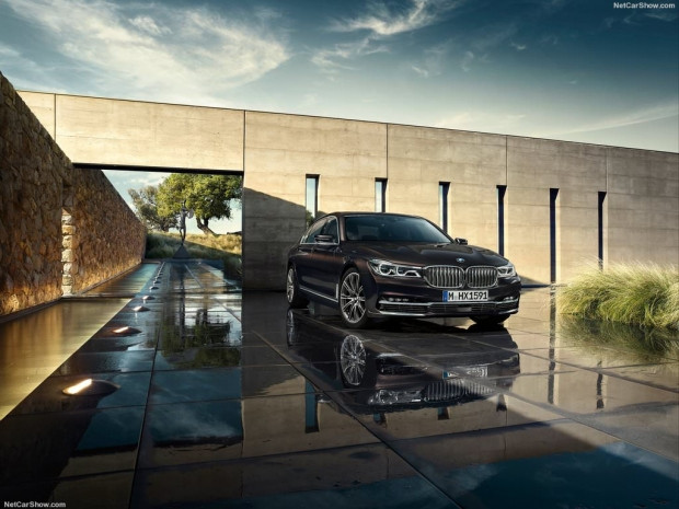 2016 BMW 7-Series - Page 2