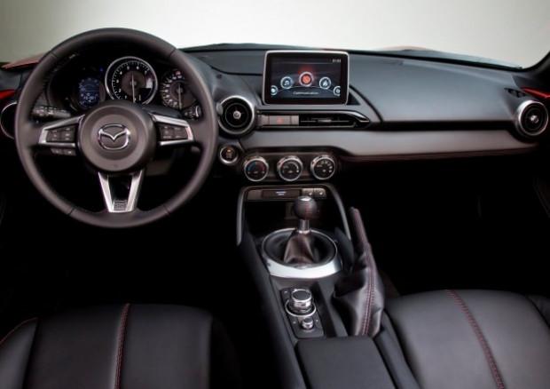 2016'nın en iyi otomobili olarak Mazda MX-5 seçildi - Page 1