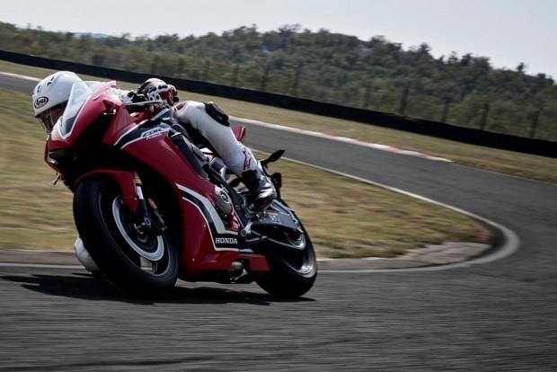 2017 Honda CBR1000RR motorsiklet - Page 2