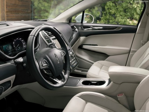 2019 Lincoln MKC - Page 3