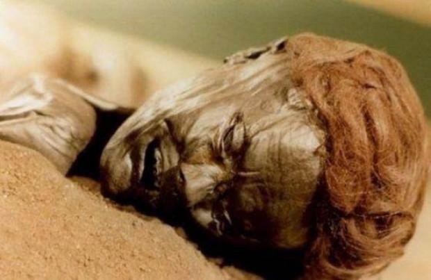 300 yıllık ceset 1 saatte çürüdü - Page 2