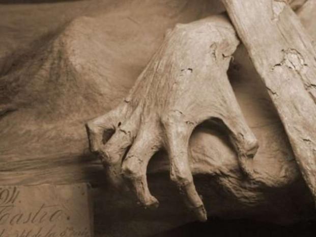 300 yıllık ceset mangal kömürü sayesinde bozulmadı! - Page 3