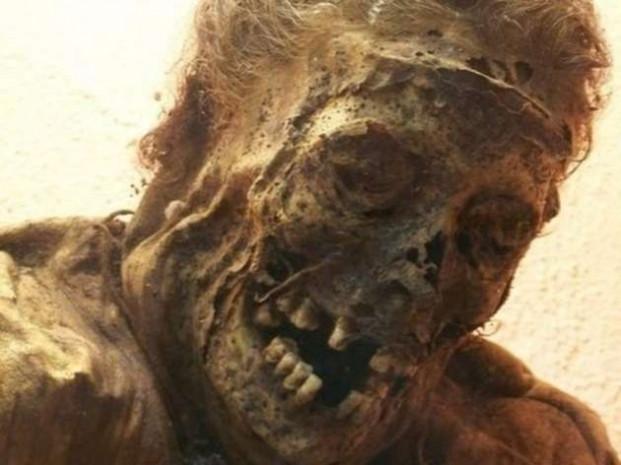 300 yıllık ceset mangal kömürü sayesinde bozulmadı! - Page 4