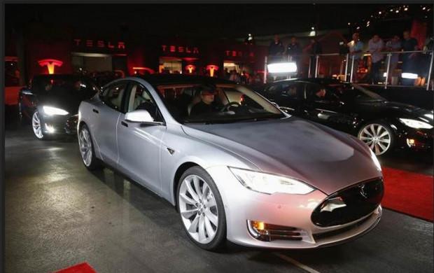 4 çekişli, Tesla Model S P85D - Page 2
