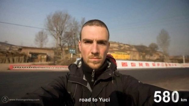 4700 km yürüyüp Çin'i gezen adam - Page 1