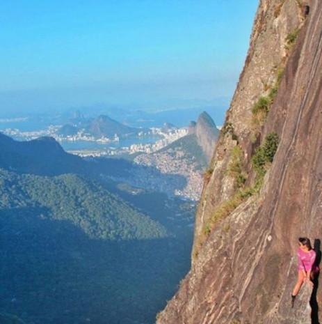 844 metre yükseklikteki kayalıklardan selfie çektiler - Page 3
