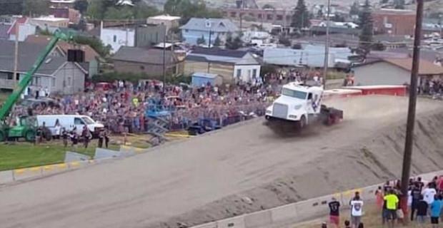 9 tonluk kamyonla 50 metre uçtu! - Page 4