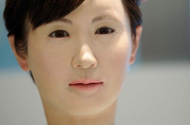 Aiko Chihira isimli robot, danışma bölümünde insanları karşılıyor - Page 1