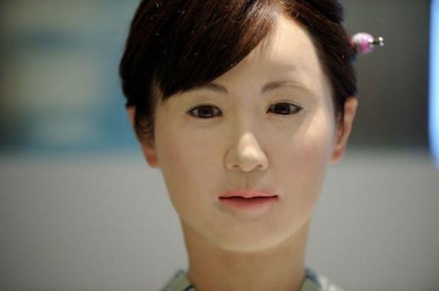 Aiko Chihira isimli robot, danışma bölümünde insanları karşılıyor - Page 4