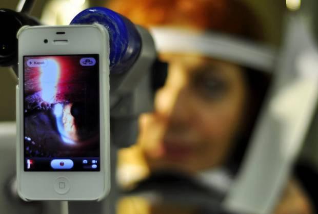 Akıllı telefonlar artık göz muayenesi de yapabiliyor! - Page 1