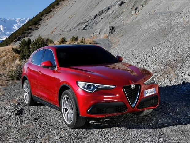 Alfa Romeo'nun ilk SUV'u  Stelvio 2018 - Page 3