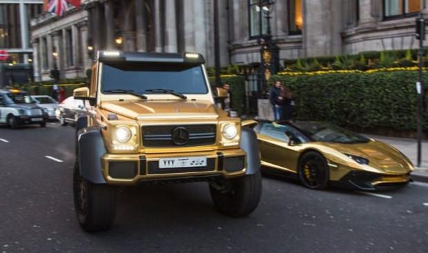 Altın arabalarla şov yaptılar - Page 1