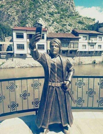 Amasya'da selfie çeken şehzade heykeli - Page 1