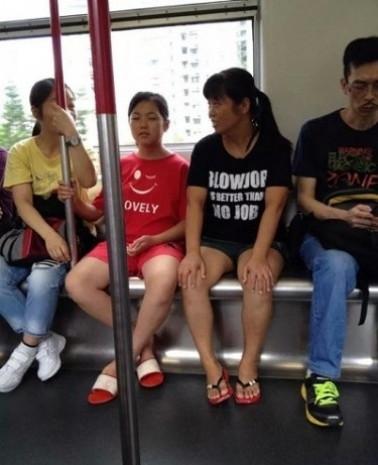 Anlamını bilmeden İngilizce tshirt giyip rezil olan 18 insan - Page 1