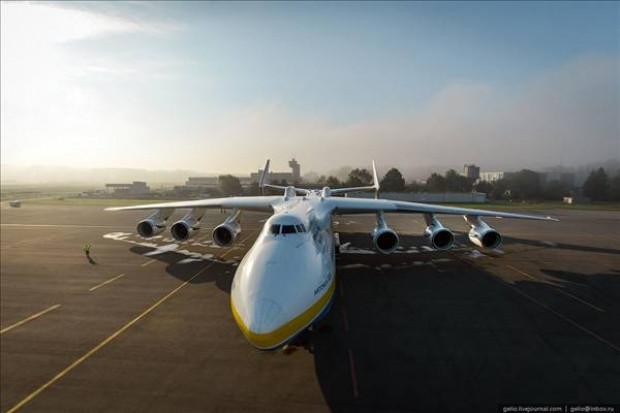 Antonov An-225 Mriya, dünyanın en ağır ve en büyük uçağı - Page 1