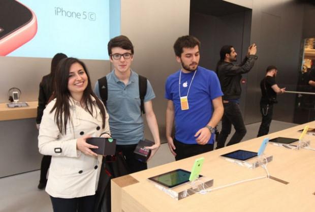 Apple Store açılışında büyük izdiham! - Page 2
