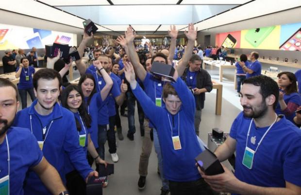 Apple Store açılışında büyük izdiham! - Page 4