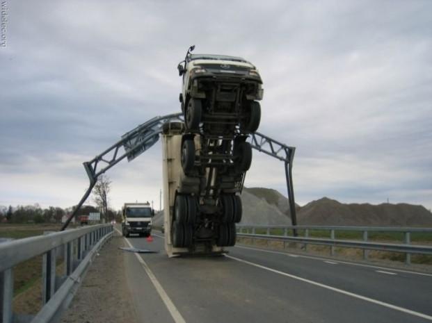Araçlarla yapılan sıra dışı kazalar - Page 2