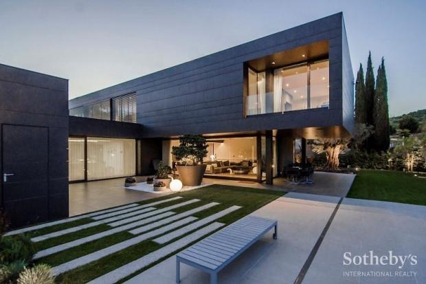 Arda Turan'ın 15 milyon euro değer biçilen evi - Page 3