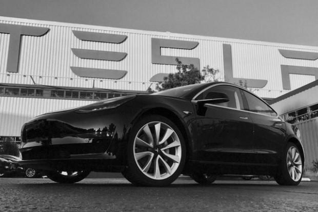Asfalt ağlatan Tesla Model 3'ün özellikleri - Page 4