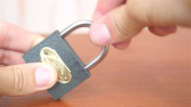 Asma kilidi anahtarı olmadan 3 basit şekilde açabilirsiniz - Page 1