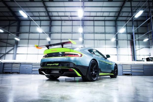 Aston Martin GT8 yarışlara çıkıyor - Page 1
