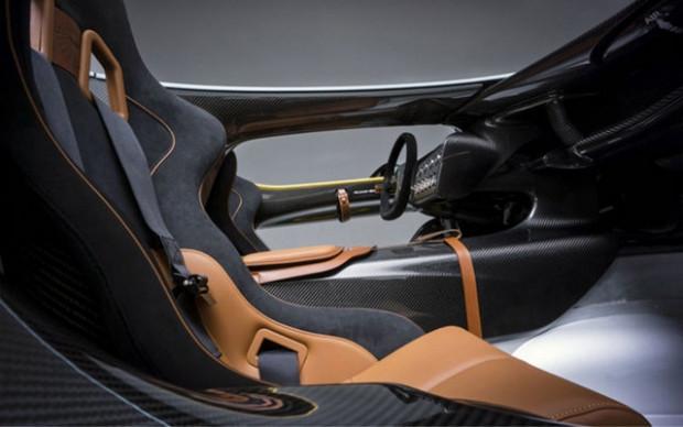 Aston Martin'nin 100. yıl süprizi - Page 1