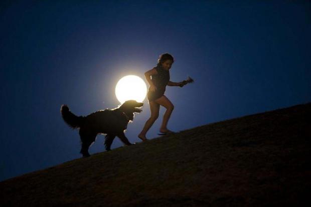 Ay Dünya'dan uzaklaşıyor! Panik yapmalı mıyız? - Page 2