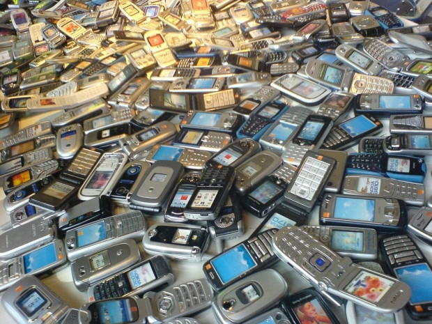 Bakın eski telefonlara ne oluyor? - Page 1