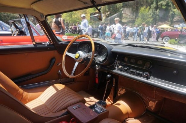 Beverly Hills'de klasik otomobil şovu - Page 1