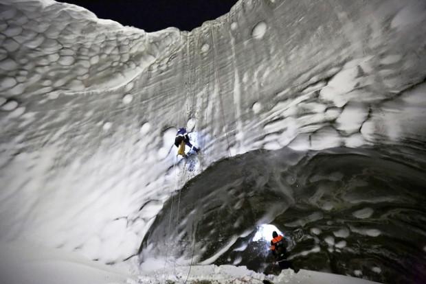 Bilim insanları esrarengiz kratere girdi - Page 1