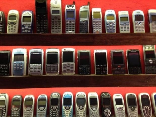 Bir koleksiyoner tarafından açılan cep telefonu müzesi - Page 1