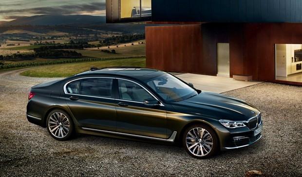 BMW 7 Serisi yeni yüzünü gösterdi - Page 1
