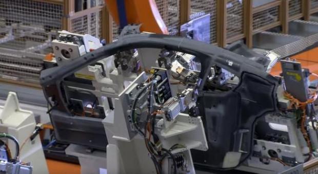 BMW i8'in kare kare yapım aşaması görüntülendi - Page 1