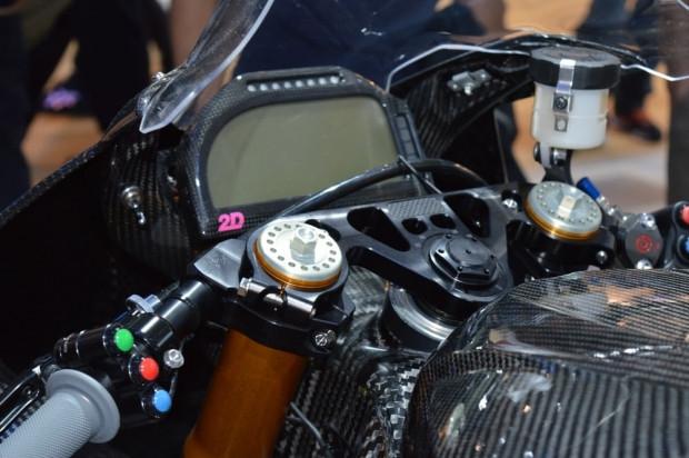 BMW'nin karbon fiber yarış motorsikleti HP4 - Page 1