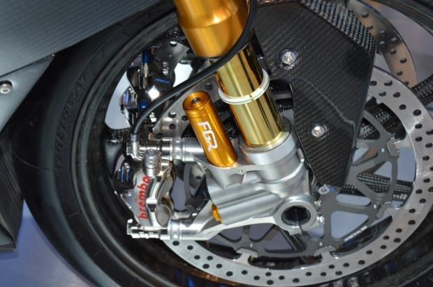 BMW'nin karbon fiber yarış motorsikleti HP4 - Page 3