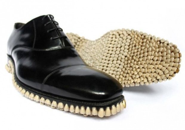 Bu ayakkabıları giymek biraz cesaret ister! - Page 1